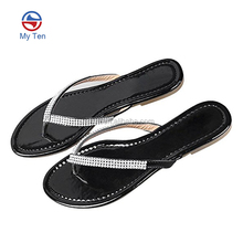 2018 New Desgin Fashion Style Girls Bling Rhinestones Flip Flops Flat Thong Sandals Wholesale Crystal Diamond Flip Flops