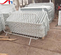 Cross feet metal portable barrier/crowd control barricade