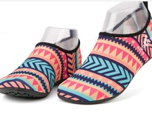 Alibaba good design low price beach shoes for sale
