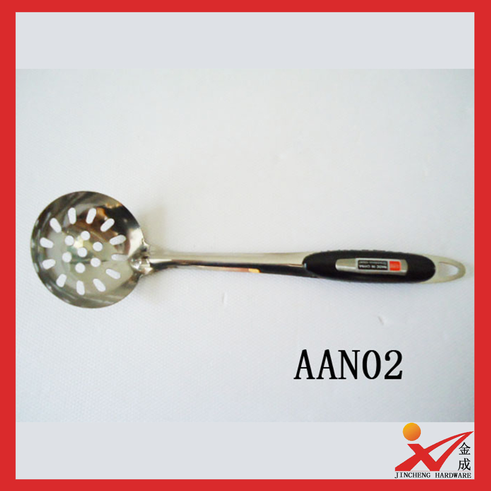 Factory wholesale stainless steel kitchen ware plastic hander big soup spoon Colander