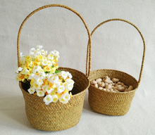 Wholesale Weaving Round Seagrass Handmade Flower Girl Basket With Handle straw basket