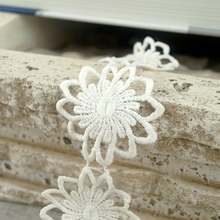 China Product Flower Sequence Decoration Lace Trim