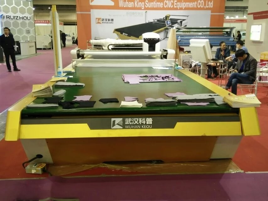 1700X3300mm Multi Layers Industrial Fabric Cutting Machine / Cloth Cutting Table