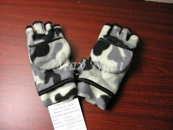 Boy's Camo Print Fleece Gloves