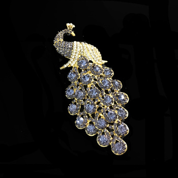 gold alloy fashion jewelry diamante crystal peacock brooch for wedding gift decoration