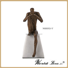 Hot sell 2017 Home decor type metal art craft thinking man models for gifts