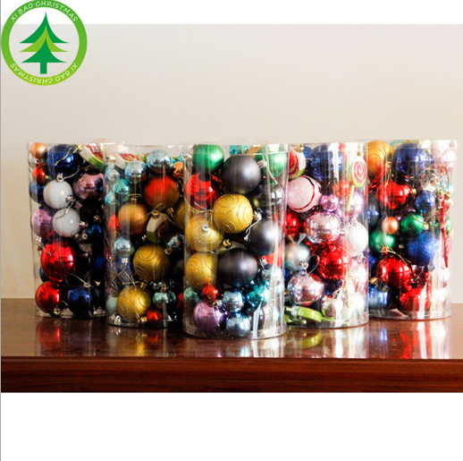 Christmas decorations Christmas tree decorations Christmas balls, many boxes Decoration to the hotel scene