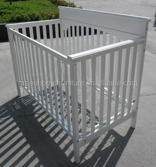 Inner size 1330*710mm White 4 in 1 wooden baby crib