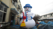 big inflatable snowman for christmas
