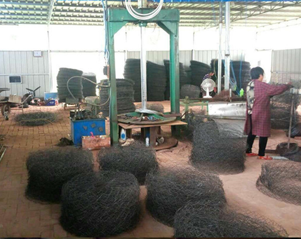 Many size metal diamond hole root ball netting Christmas tree transplanting bags wire plant baskets