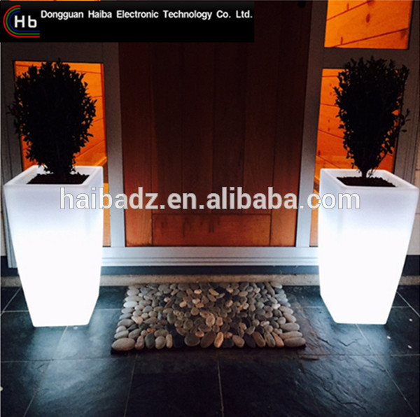 Solar PE Plastic Illuminated the price of a large plastic flower pot Solar charging led flower pots