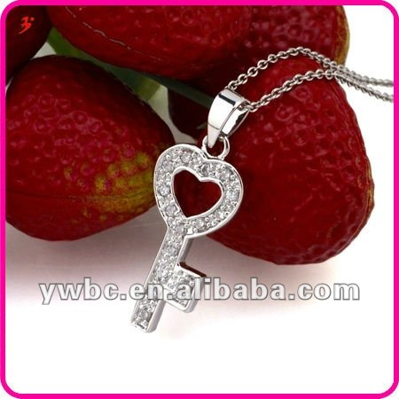 High quality vintage women clear crystal heart key pendant jewelry necklace (A119261)