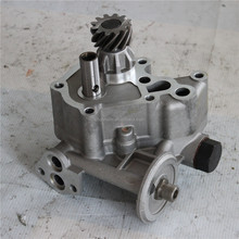 Old Style.Excavator engine parts for 6D31 oil pump ME084586
