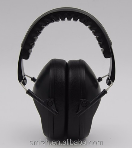 Earmuff ear protector for noise