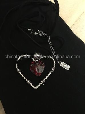 2016 Classical Retro The Cage Of Love Crystal Heart Necklace