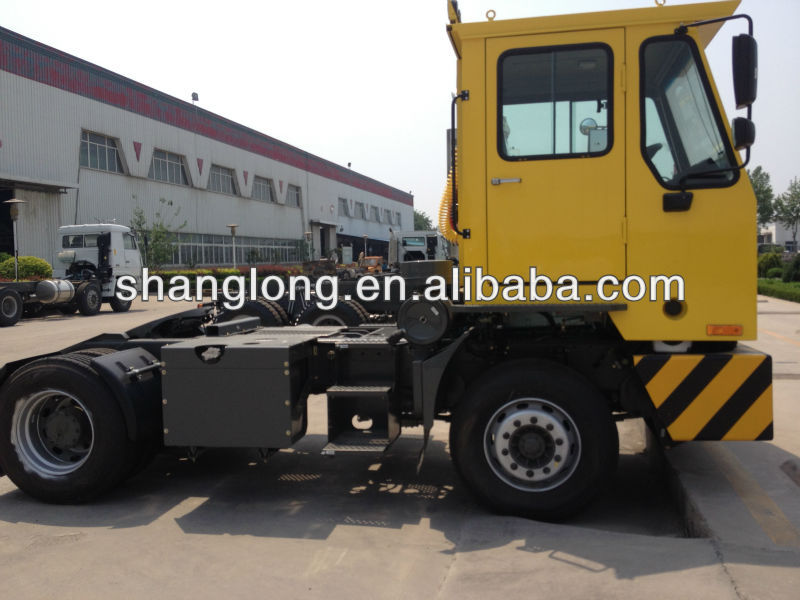 SINOTRUK HOVA 4*2 Yard / Freightliner /Container Tractor