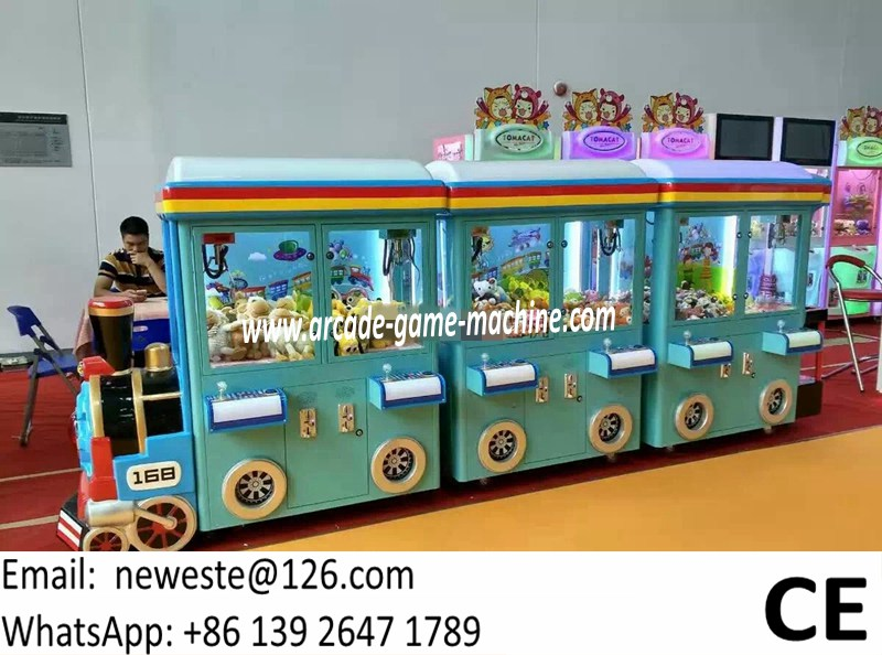 Hot Selling 6 Players Train Head Mini Arcade Game Machine Gift Toys Claw Cranes Machine For Shopping Malls