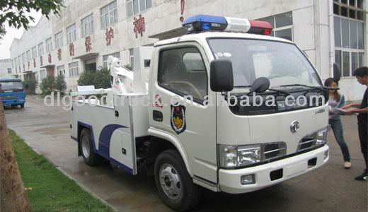 Dongfeng 4x2 Furuika road wrecker truck for rescuing broken car