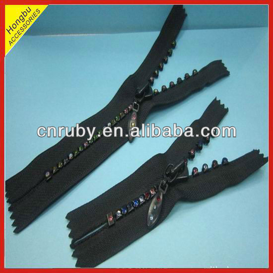Decorative diamond teeth zipper