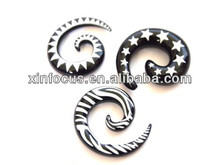 Black & White Print Spiral Ear Taper Stretcher
