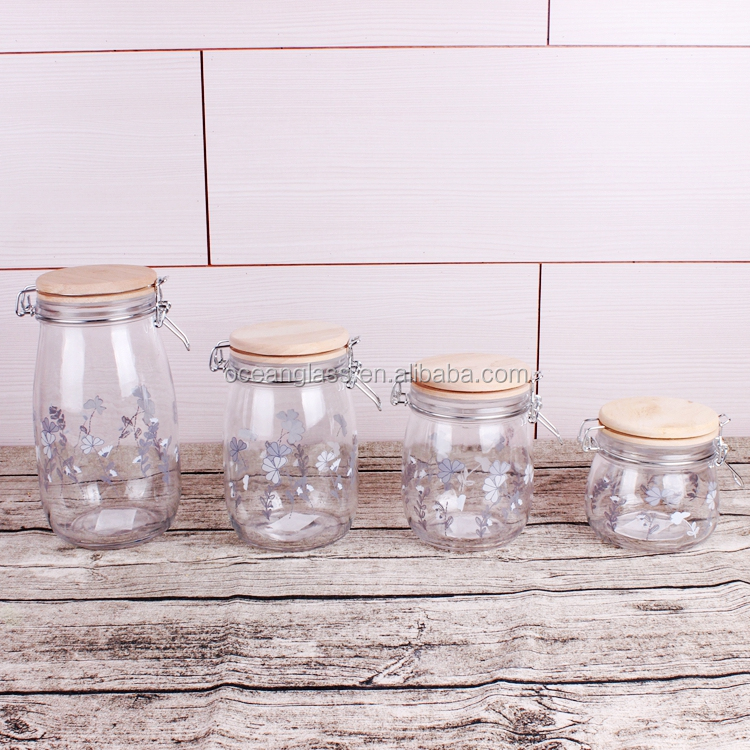 Customized glass jar with clip wooden top Airtight mason jar for honey Manufacturer