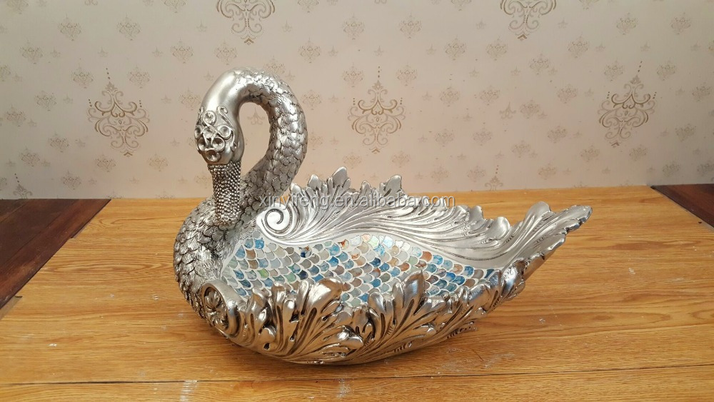 Hot Design Factory Outleting Goose Resin Artifact with Colorful Scalelike Glass and Silver Lacquer