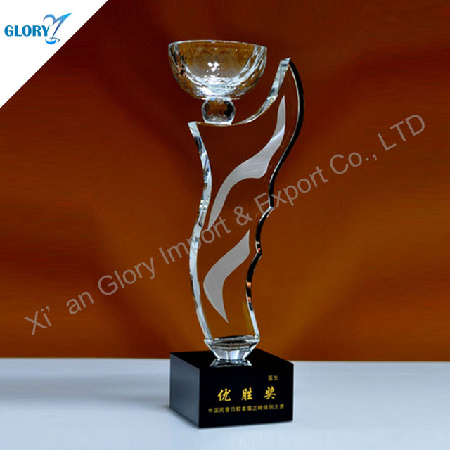 China Large Crystal Trophy Cups Suppliers