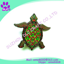 Alibaba China high quality customized soft/hard enamel spinning lapel pin/badge