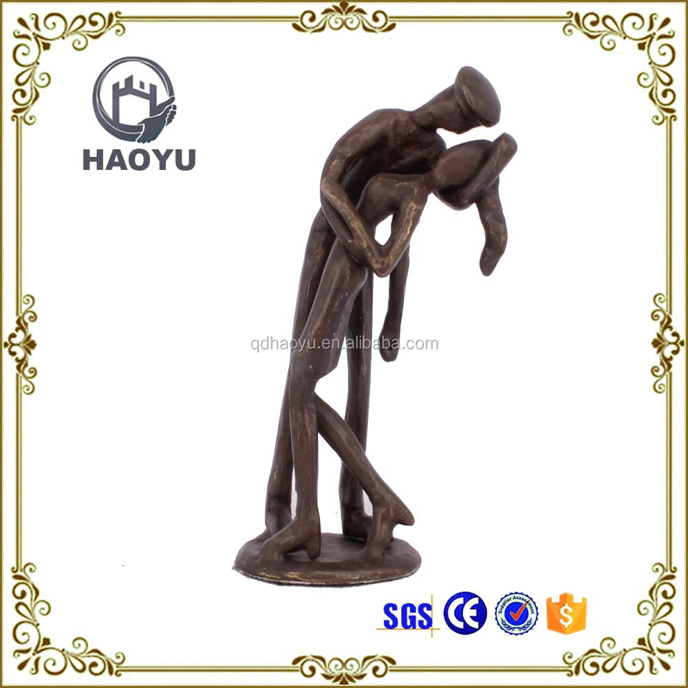 Metal art and crafts love theme kissing couple figurines for home decoration