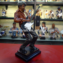 Polyresin famous musician sculpture