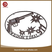 Popular european style gun pattern round shape handmade modern wall decor