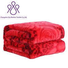 Hot selling solid color 100% polyester flannel /coral fleece heated wool blanket with big rose printing