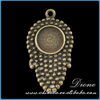 Buddha's-hand Antique Bronze Pendants,Blank 12mm Circle Pendant Tray Buddha Pendant VI