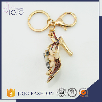 2017 Fashion wholesale cheap custom made crystal keychains