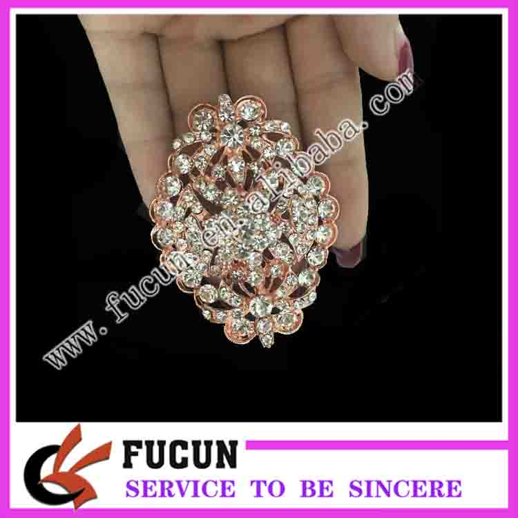 popular style rose gold initial brooch for wedding rhinestone crystal brooch