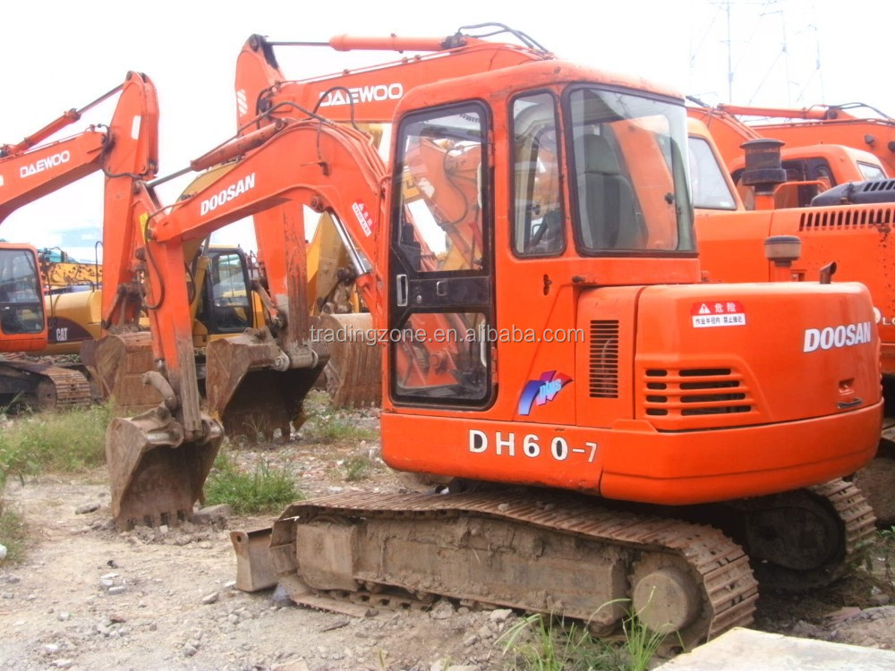 used DOOSAN mini crawler excavator DH60-7, made in South Korea, competitive price