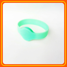 Premium quality and competitive price personalized silicone rubber wristbands with a message bracelets