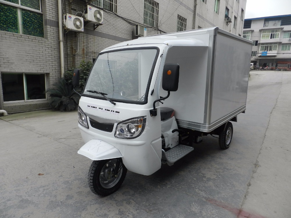 Closed Tricycle Body with Driver cabin, 200cc Lifan Engine Motorcycle Ice Cream Truck Refrigerated Cargo Motorcycle