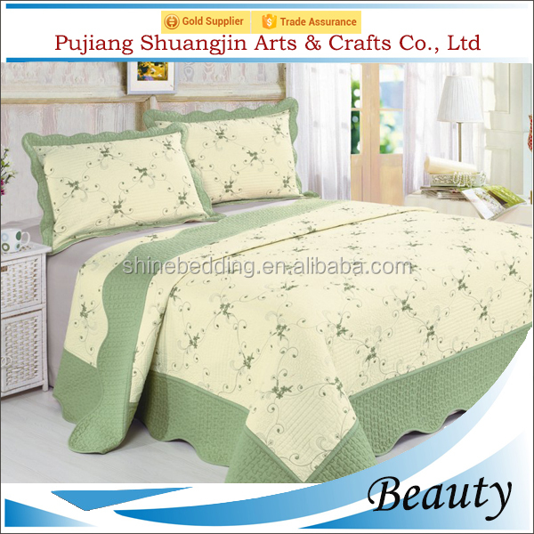 Luxurious cheaper cotton patchwork embroidery quilt made in China