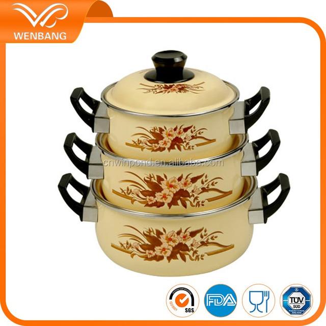 porcelain enamel casseroles with bakelite handle
