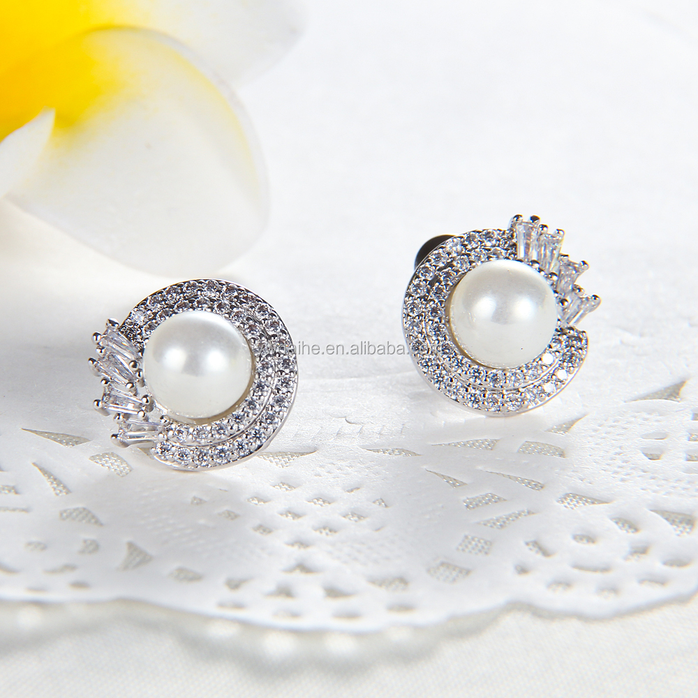 List Manufacturers of Mens Earring Tanishq Diamond Earrings, Buy ...