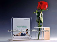 Manufacturer supplies elegant acrylic photo frame with vase