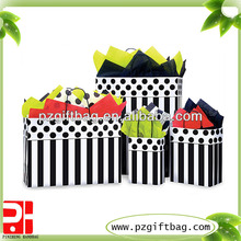 factory price high quanlity cute gift paper bag with small dots