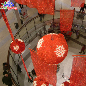3D LED ball motif lights with snowflakes or stars and garlands IP44