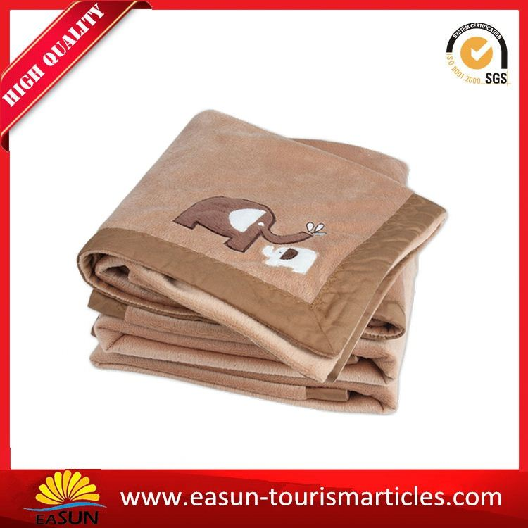 quality embroidery fleece airline blanket picnic blanket with waterproof backing disposable dog blanket
