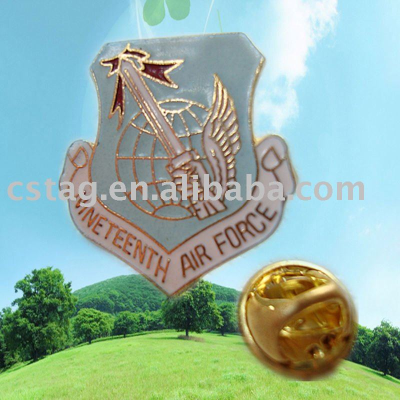 The European and American countries hot holding shield shape badges electroplating of gold badge