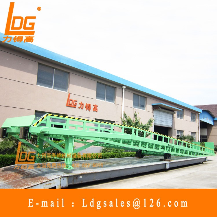 Hydraulic mobile yard ramp with DCQY 15-0.8