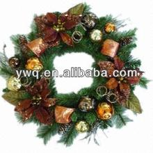2013 wholesale christmas decorative wreath with fashion plastic decorations