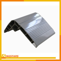 Extrusion weight of aluminum angle section in construction