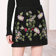 Ladies embroidered tight mini black skirt in high quality with pretitive price